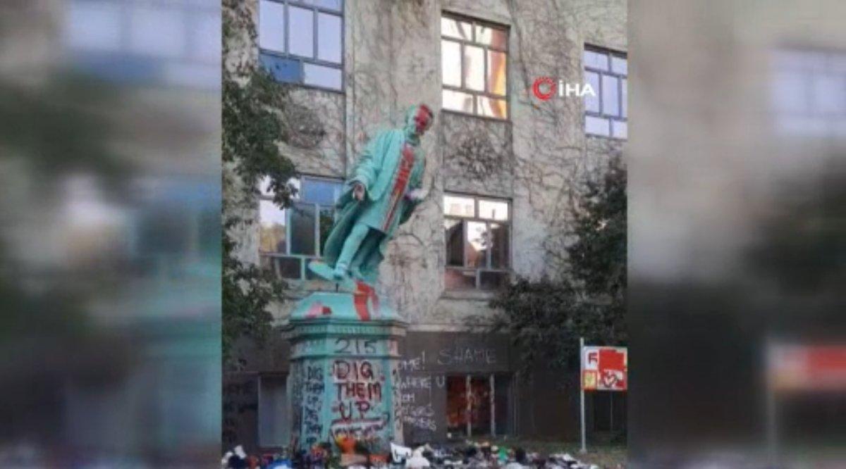 Kanada'da Egerton Ryeson heykeli protestocular tarafından yıkıldı  #2