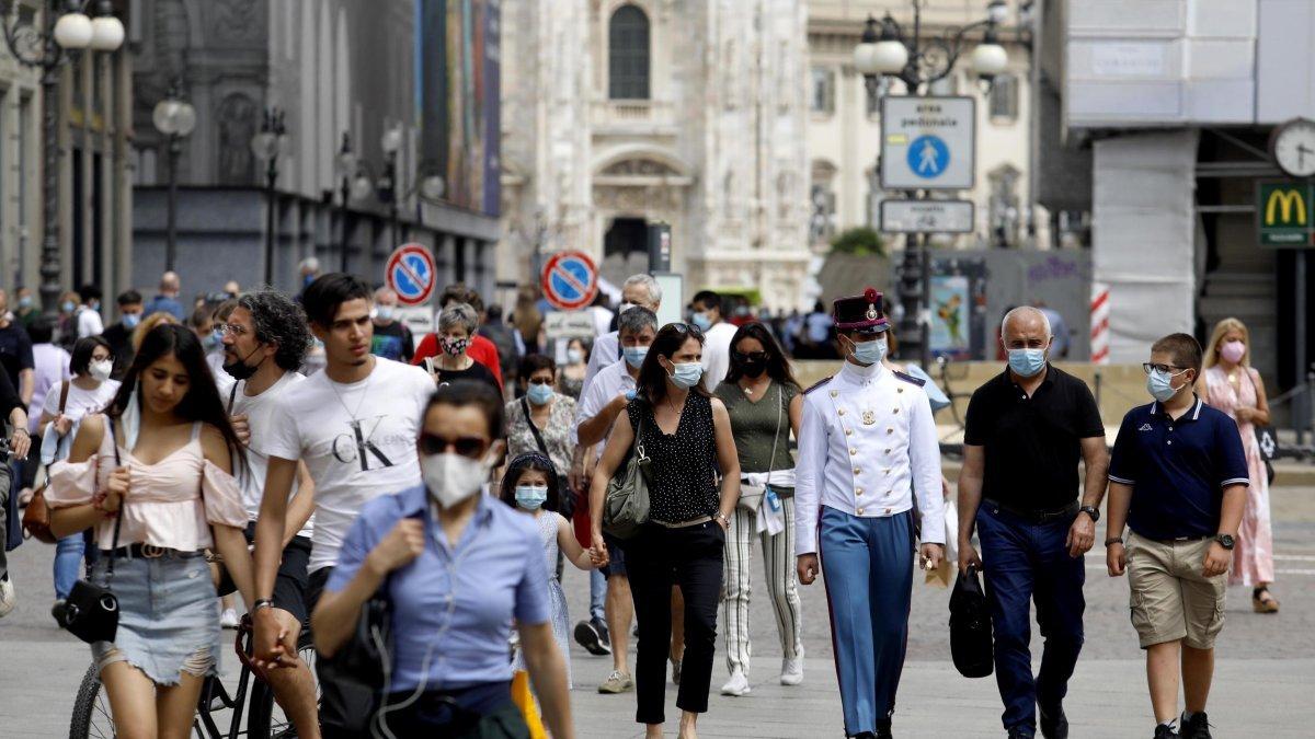 İtalya'da son 24 saatte bin 896 yeni vaka #1