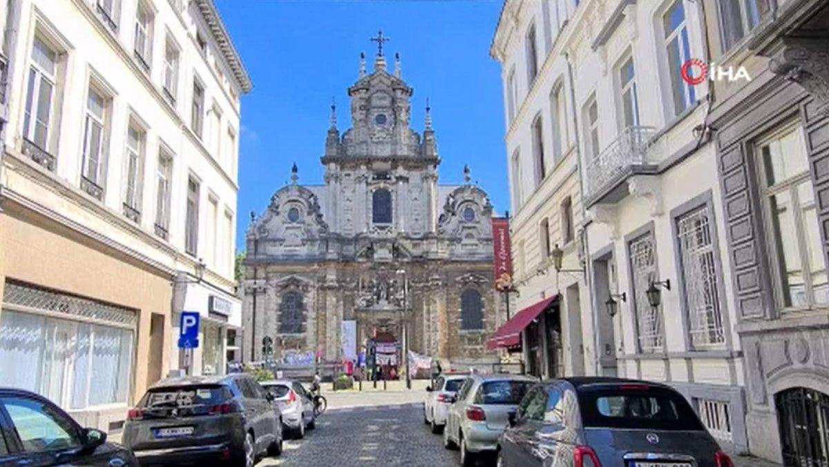 Brüksel'de kaçak göçmenler, kilisede açlık grevine başladı  #1