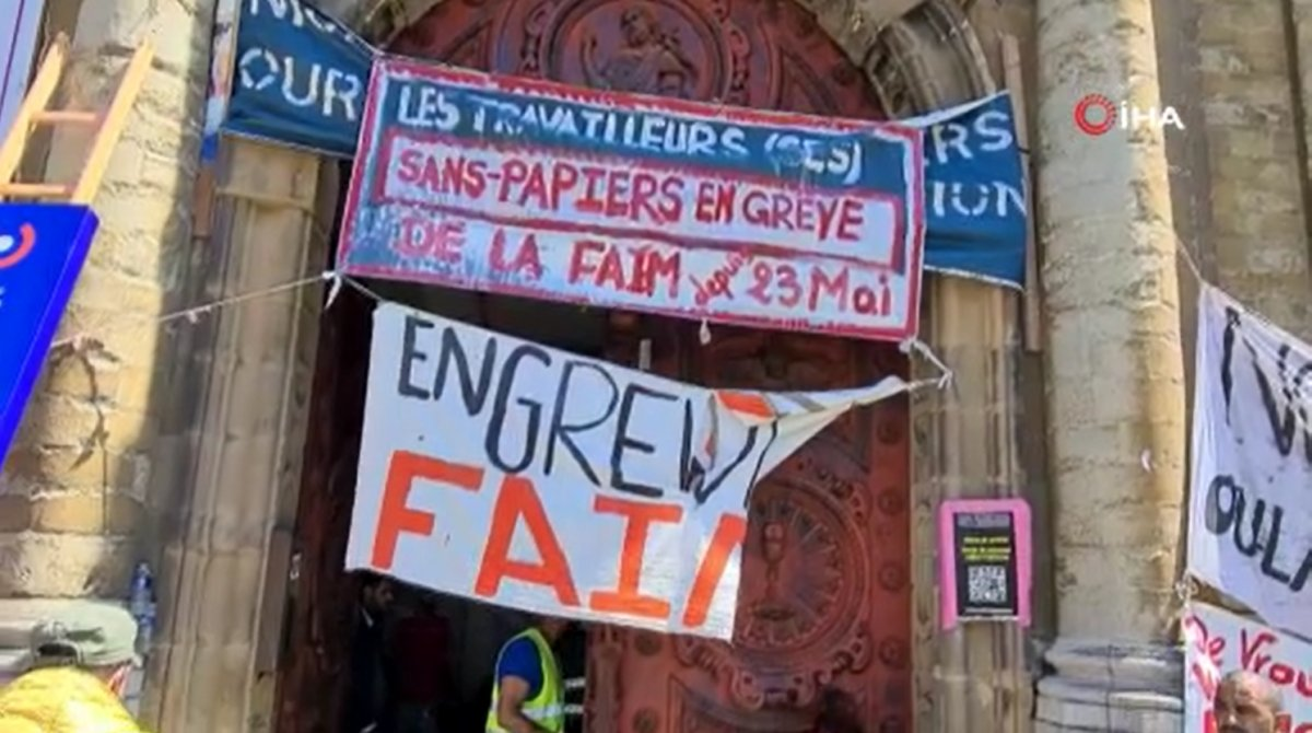 Brüksel'de kaçak göçmenler, kilisede açlık grevine başladı  #4