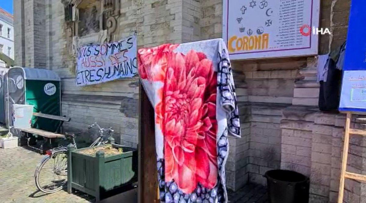 Brüksel'de kaçak göçmenler, kilisede açlık grevine başladı  #3