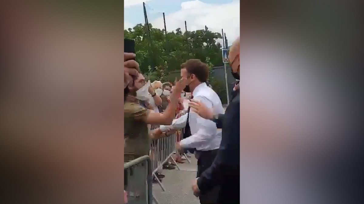 Emmanuel Macron a tokat atıldı #2