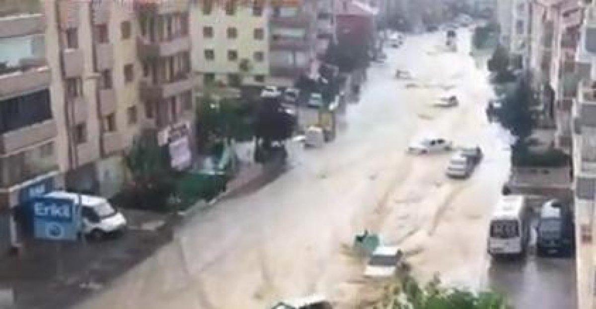 Ankara da caddeleri sel bastı #1