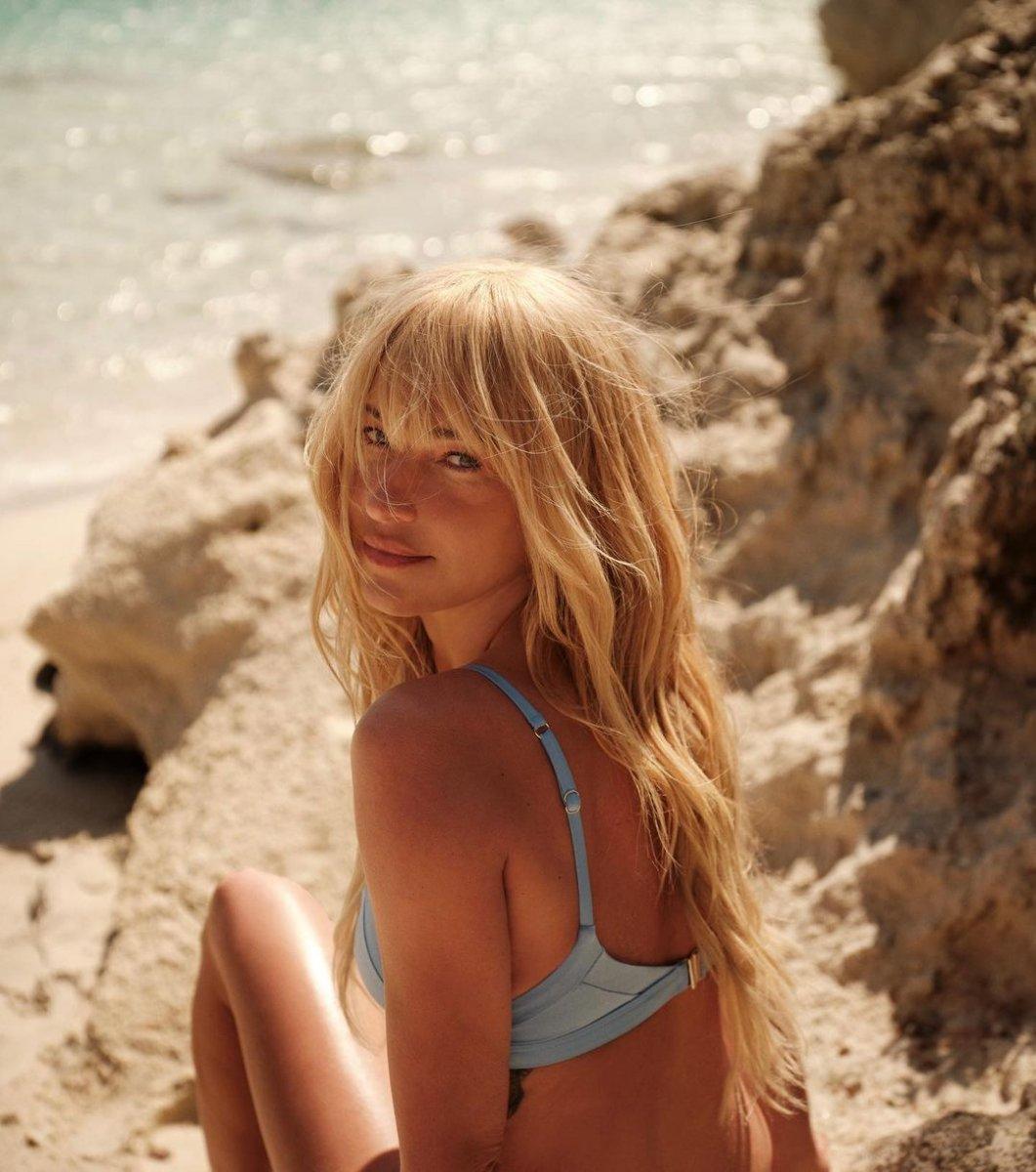 Burcu Esmersoy dan bikinili dans videosu #5