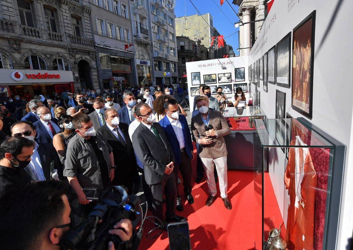 Mehmet Muharrem Kasapoğlu, başkonsoloslarla  Altın kalpli eldiven  sergisini gezdi #2