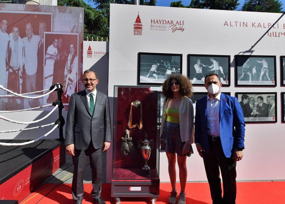 Mehmet Muharrem Kasapoğlu, başkonsoloslarla  Altın kalpli eldiven  sergisini gezdi #4