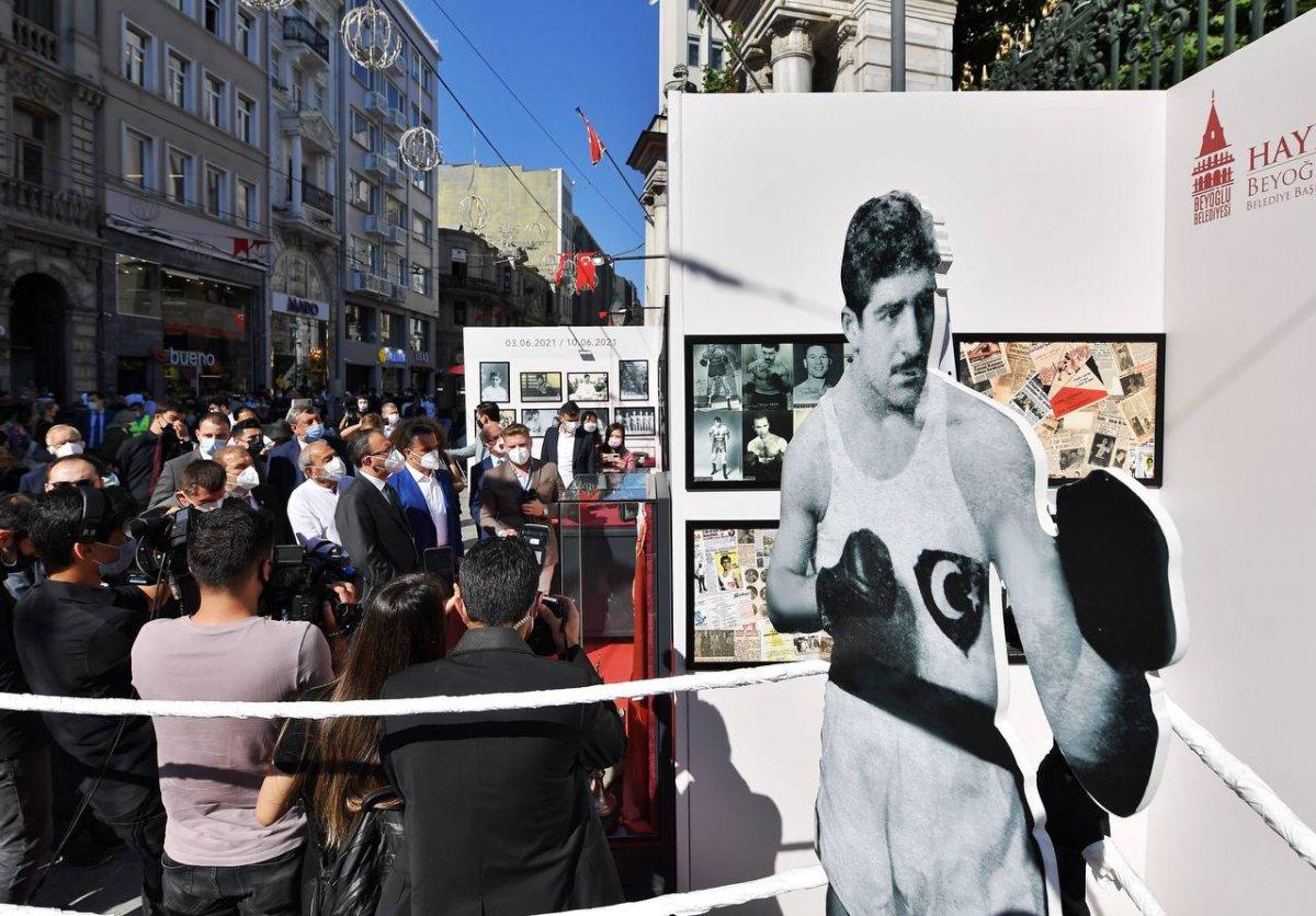 Mehmet Muharrem Kasapoğlu, başkonsoloslarla  Altın kalpli eldiven  sergisini gezdi #1