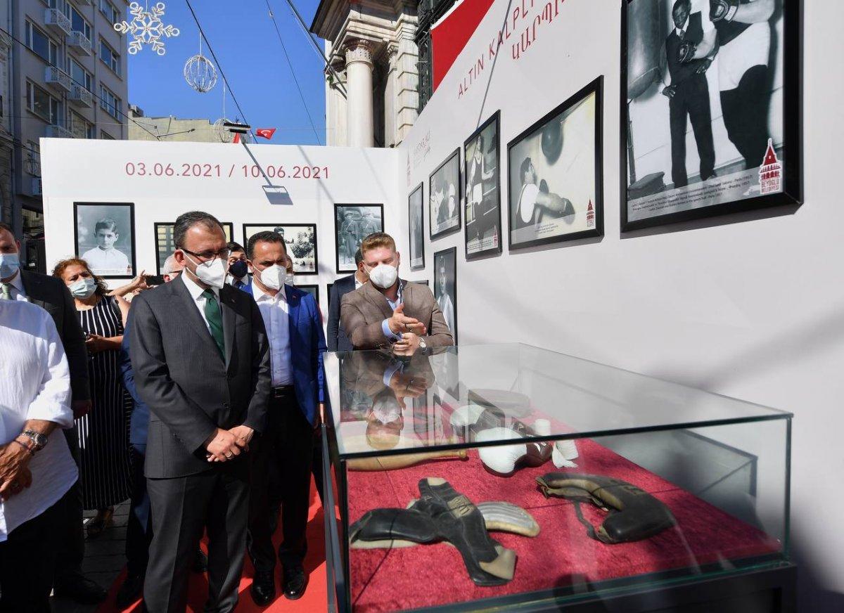 Mehmet Muharrem Kasapoğlu, başkonsoloslarla  Altın kalpli eldiven  sergisini gezdi #3