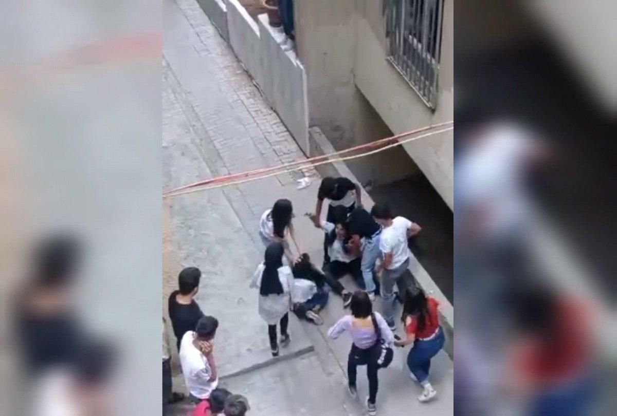 Şanlıurfa da kızların kavgasını erkekler uzaktan izledi #3