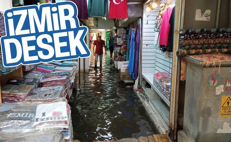 İzmir'de Tarihi Kemeraltı Çarşısı göle döndü