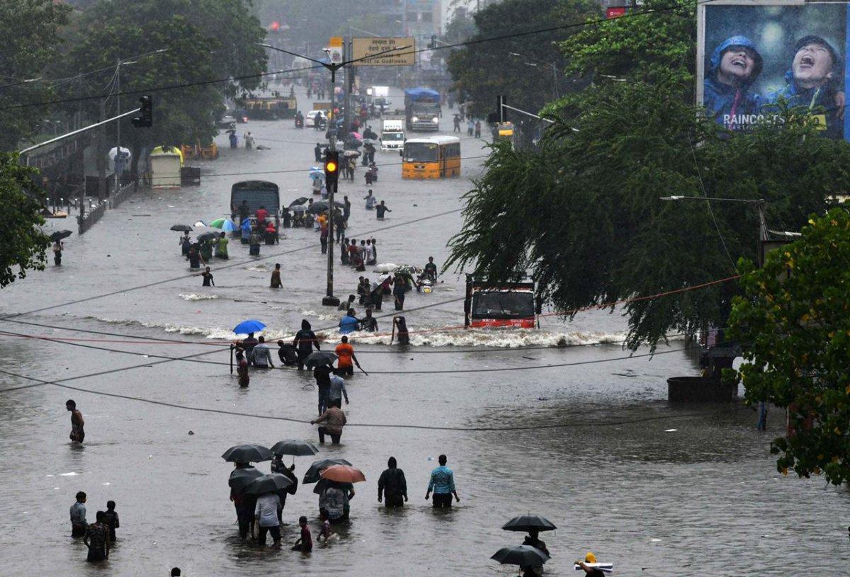 Hindistan da bina çöktü: 11 ölü #5