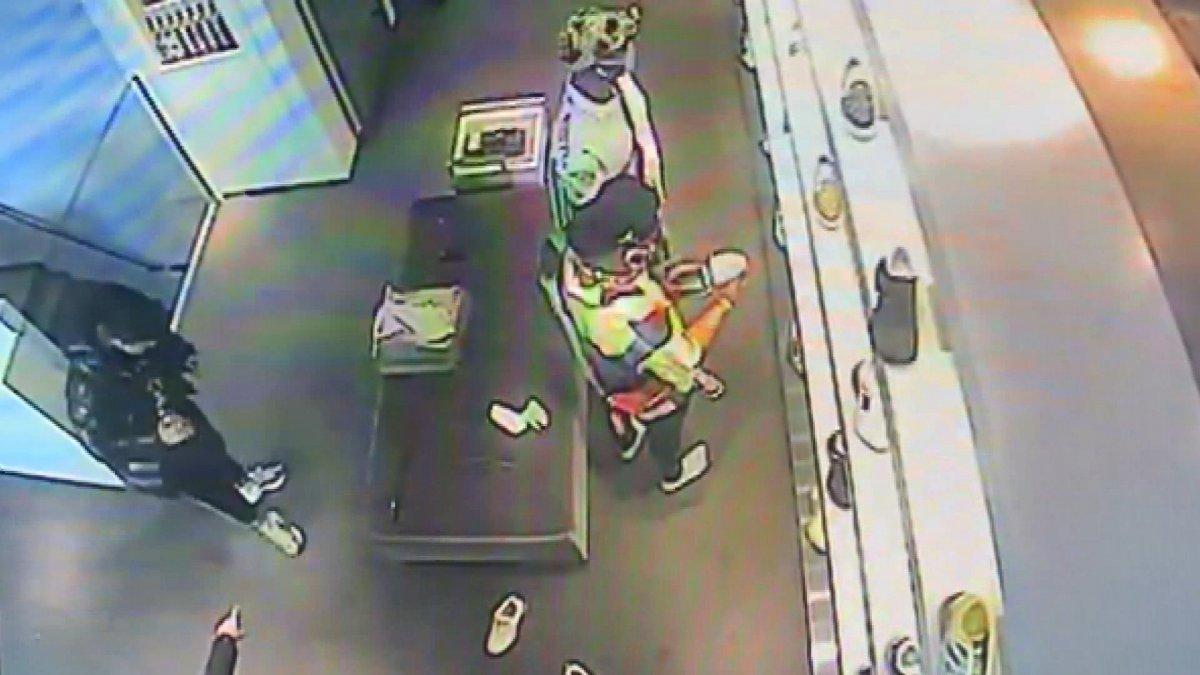 Sarıyer'de lüks mağazada ayakkabı hırsızlığı kameraya yansıdı #1