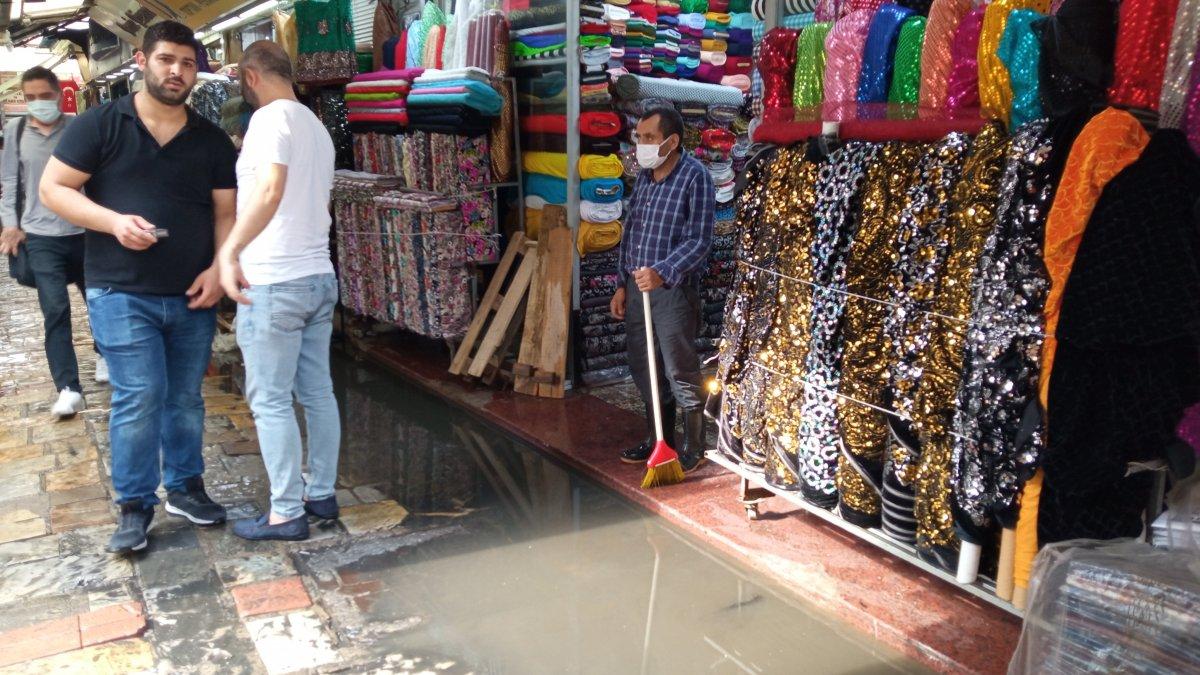 İzmir de Tarihi Kemeraltı Çarşısı göle döndü #1