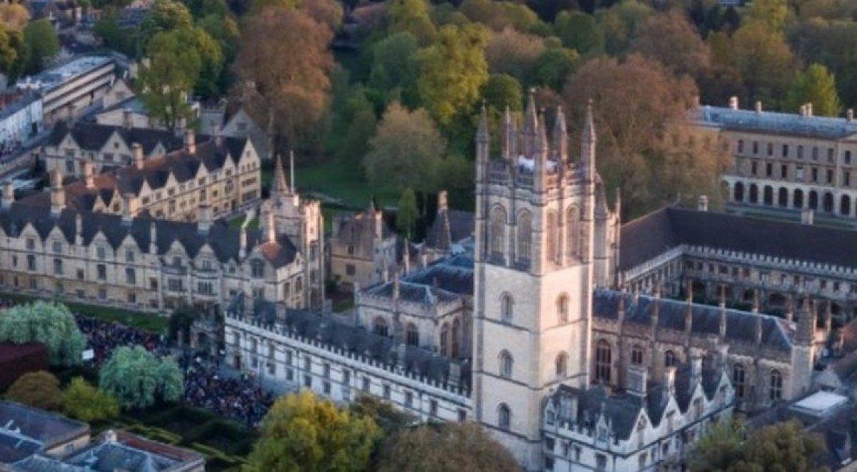 Oxford Üniversitesi öğrencileri Kraliçe 2. Elizabeth in portresini kaldırdı #3