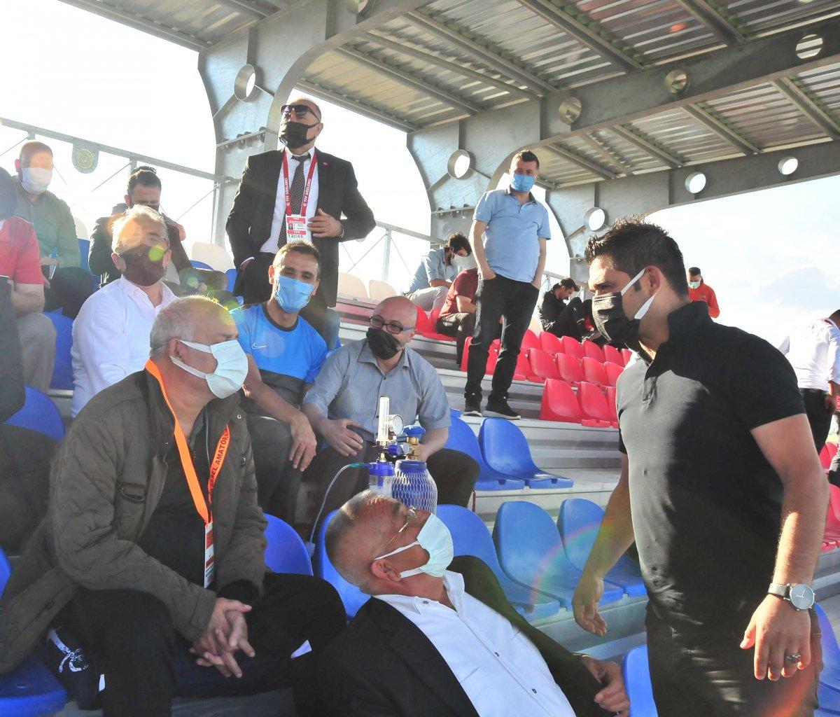 Suvermez Kapadokyaspor'un başkanı oksijen tüpüyle maç izledi #1
