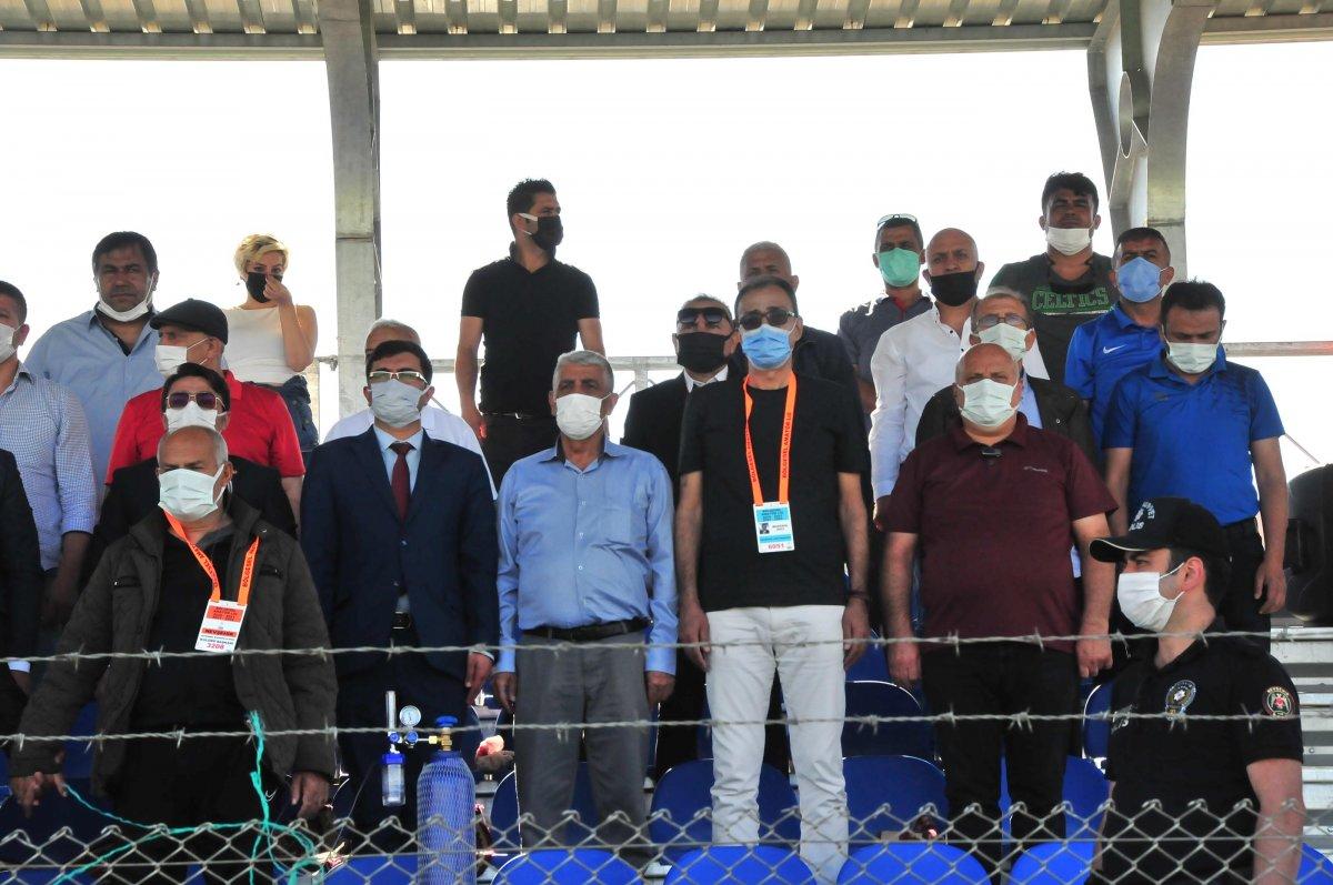 Suvermez Kapadokyaspor'un başkanı oksijen tüpüyle maç izledi #2