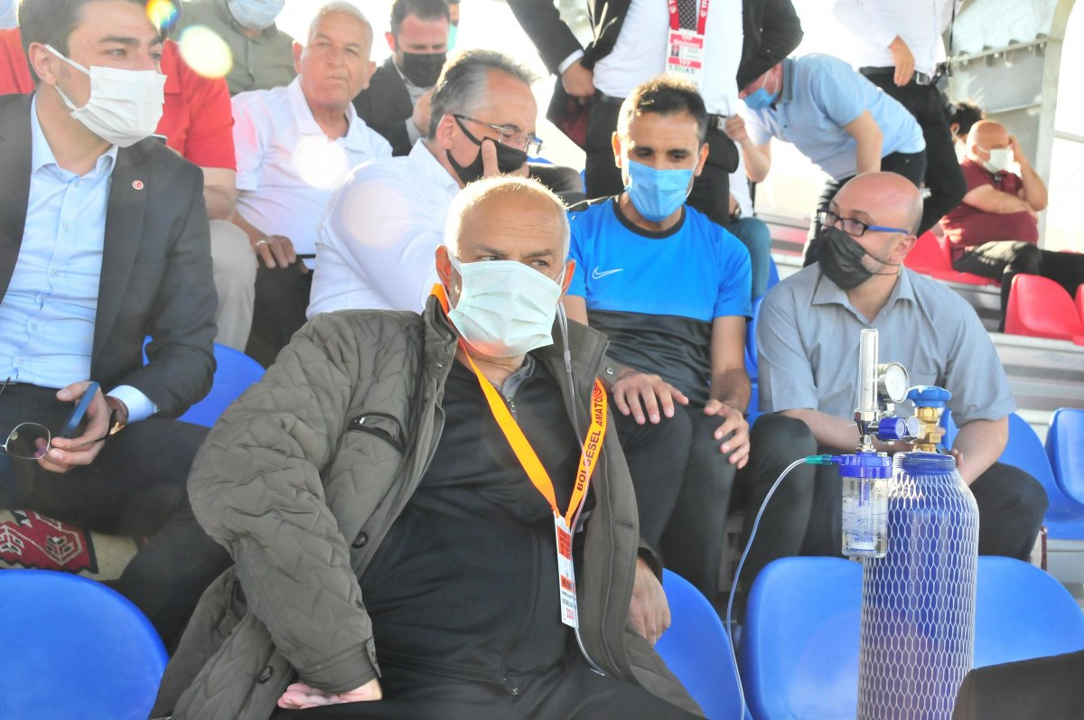 Suvermez Kapadokyaspor'un başkanı oksijen tüpüyle maç izledi #4