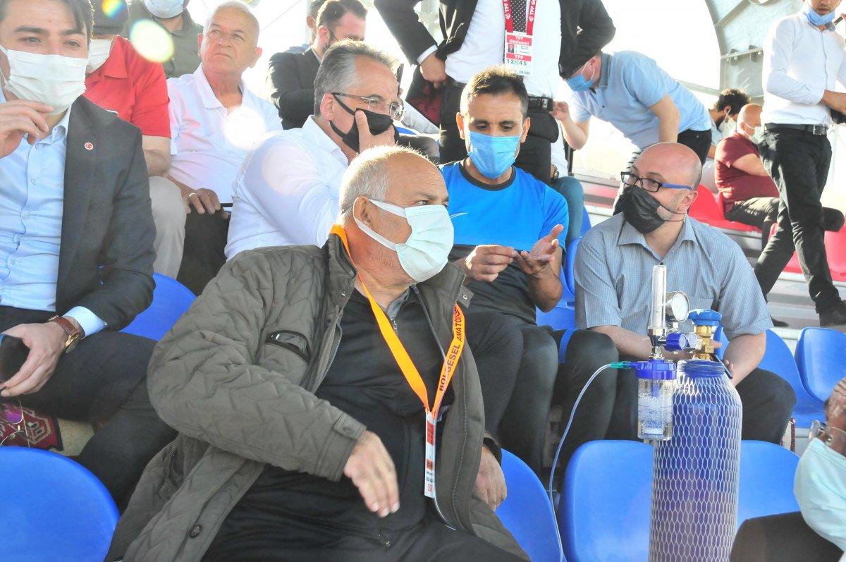 Suvermez Kapadokyaspor'un başkanı oksijen tüpüyle maç izledi #3