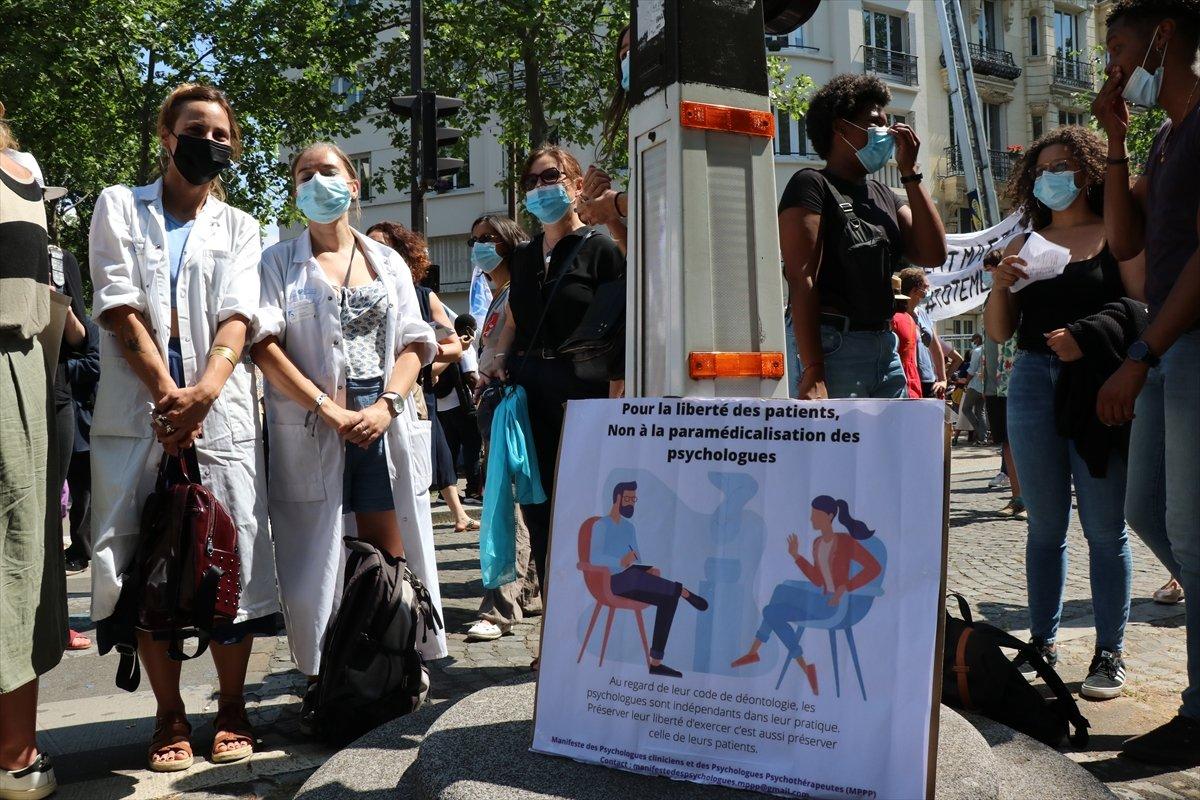 Fransa da psikologlar gösteri düzenledi #3