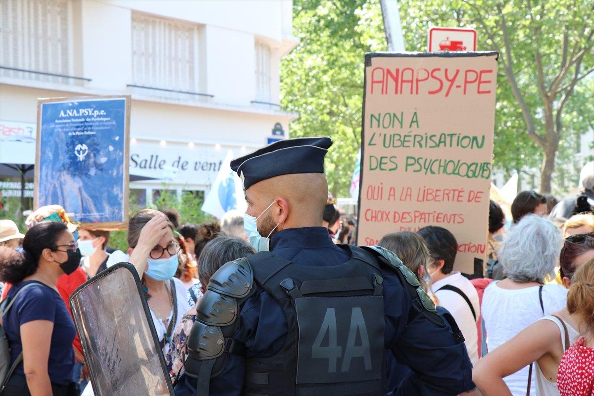 Fransa da psikologlar gösteri düzenledi #8