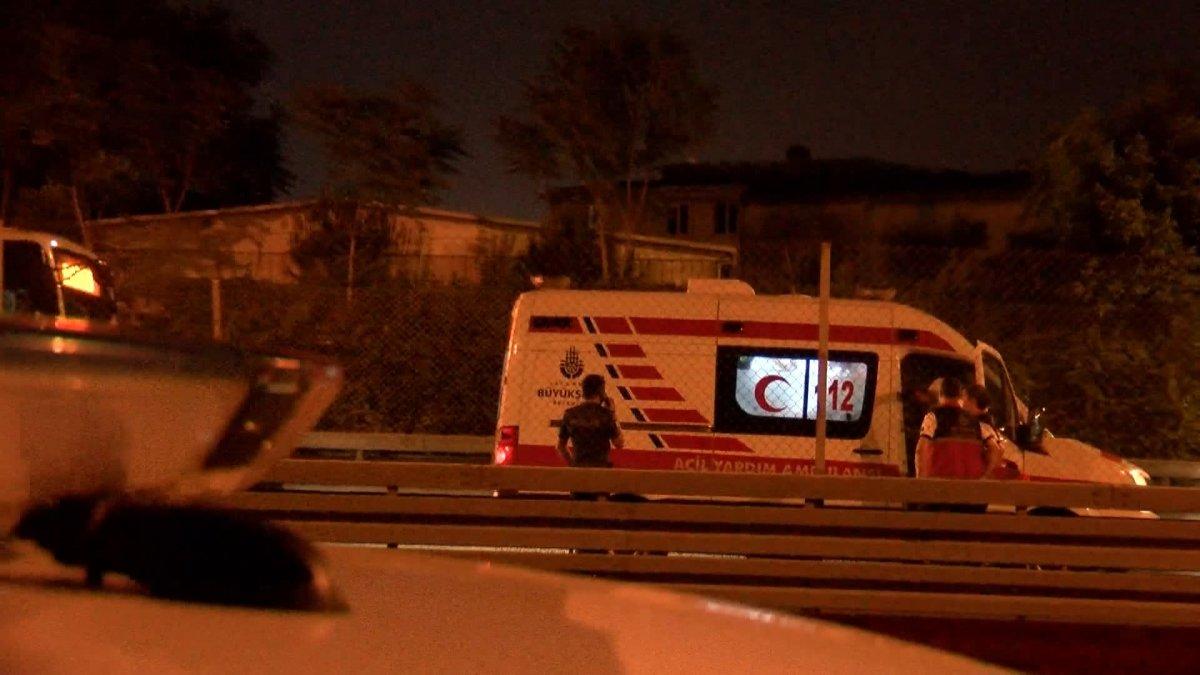 Sefaköy metrobüs durağında kendine çatalla zarar verdi #6