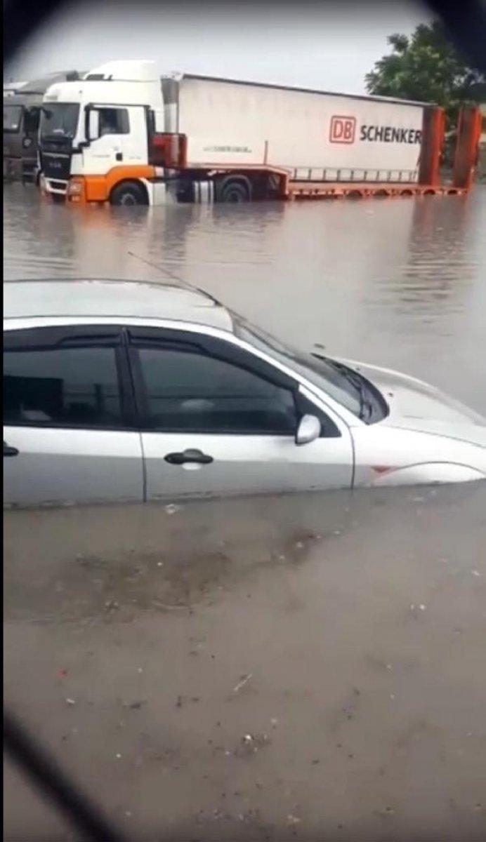 Ankara da sağanak yağış nedeniyle ev ve iş yerlerini su bastı #2