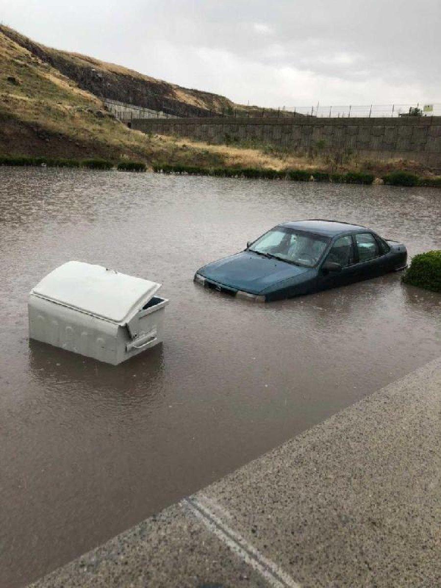 Ankara da sağanak yağış nedeniyle ev ve iş yerlerini su bastı #3