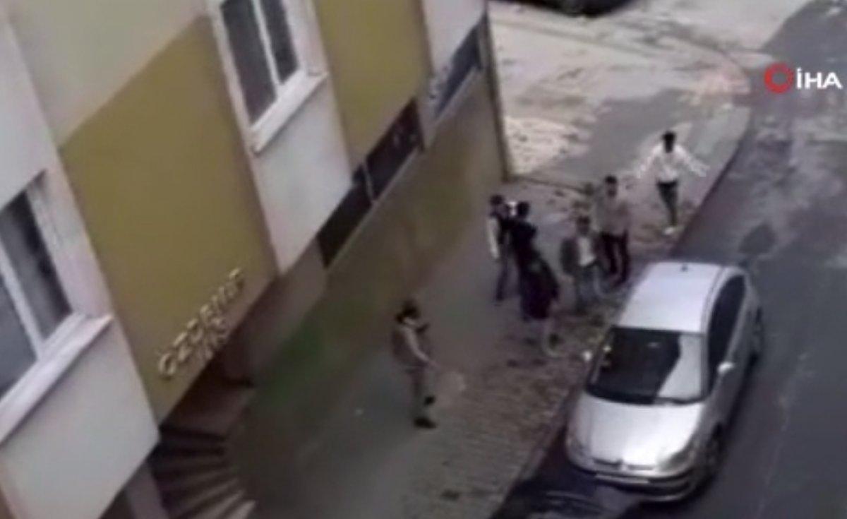 Bağcılar da hamile eşini, sokak ortasında tekme ve yumrukla dövdü #1