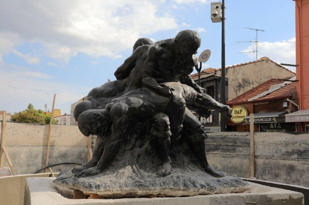 Edirne de heykel, görünmüyor diye caddenin ortasına taşındı #2