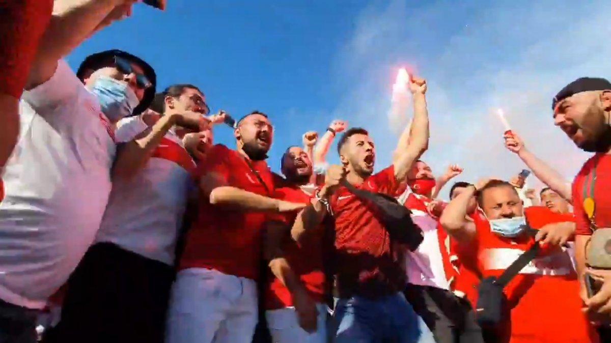 İtalya da Bakan Kasapoğlu taraftarlara üçlü çektirdi #1