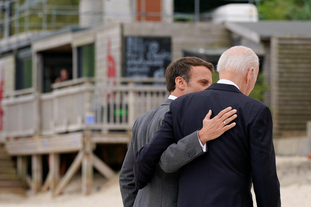 G7 Zirvesi nde Joe Biden ve Emmanuel Macron yakınlığı #7