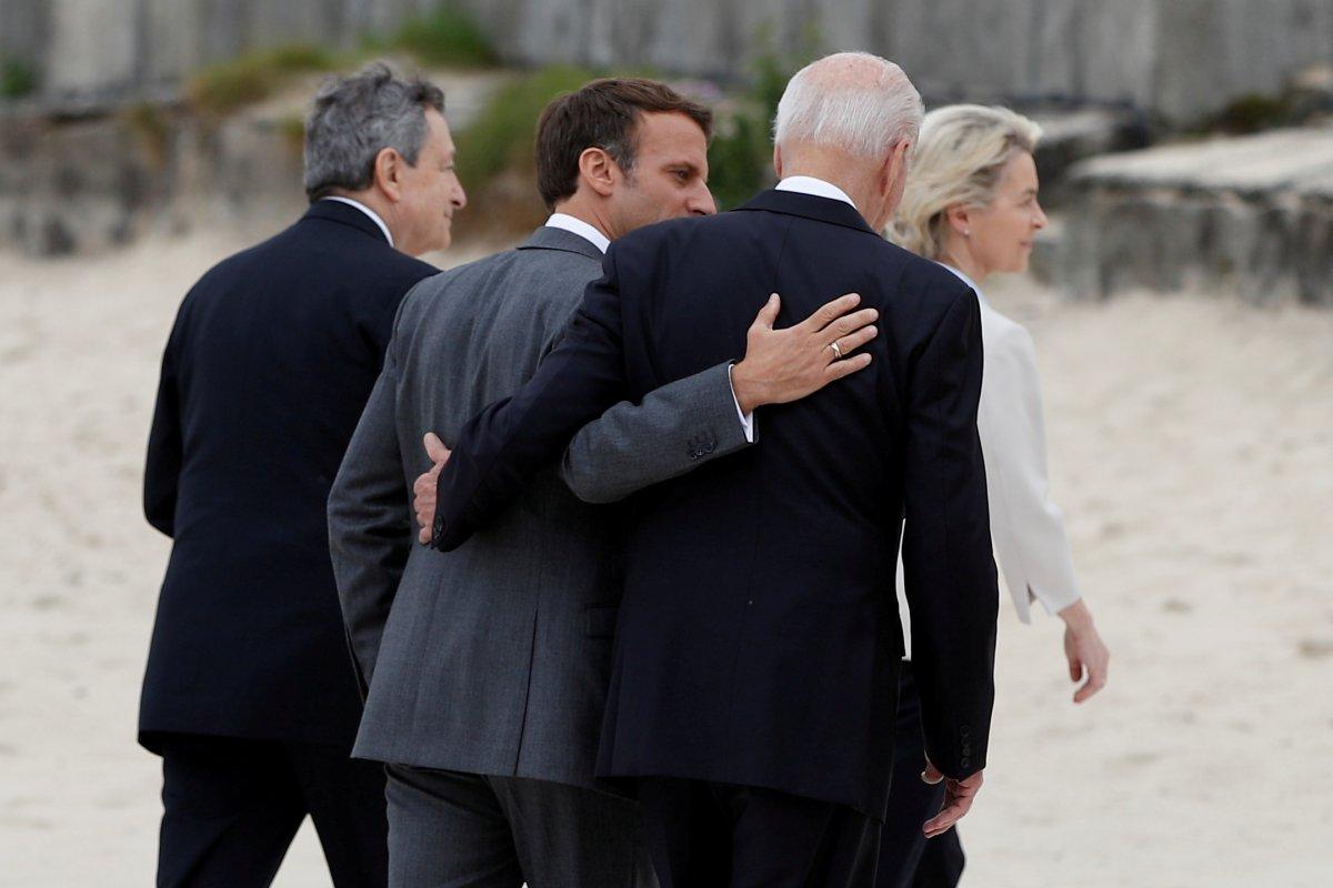 G7 Zirvesi nde Joe Biden ve Emmanuel Macron yakınlığı #5