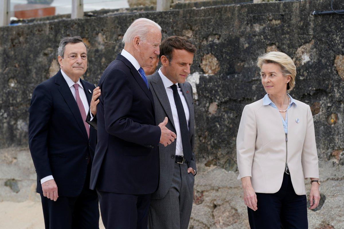 G7 Zirvesi nde Joe Biden ve Emmanuel Macron yakınlığı #6