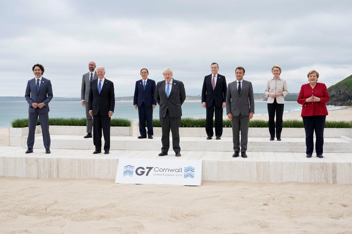 G7 Zirvesi nde Joe Biden ve Emmanuel Macron yakınlığı #1