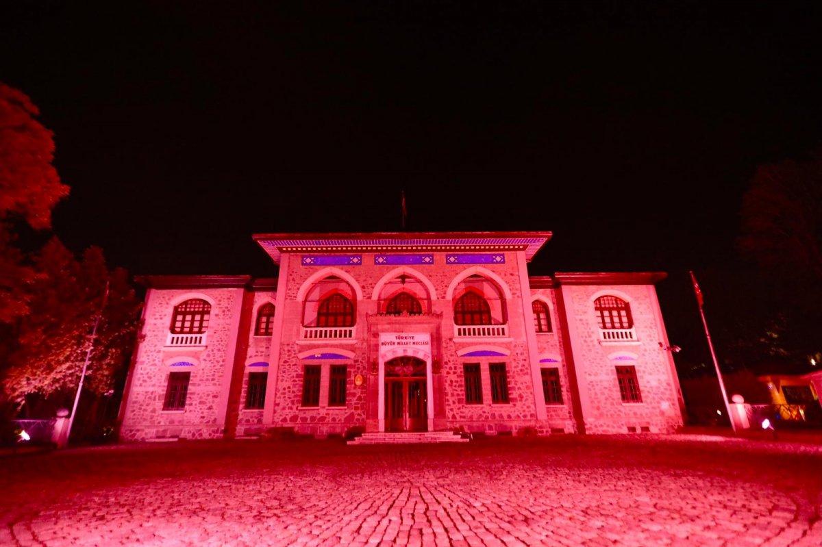 Türkiye'nin sembol yapıları, Kızılay için kırmızıyla aydınlatıldı  #6