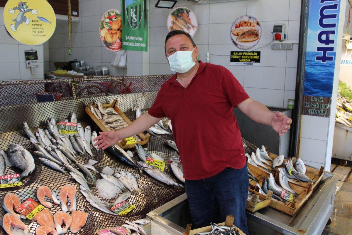 İzmit'te müsilaj, müşterinin ayağını balık pazarından kesti  #3