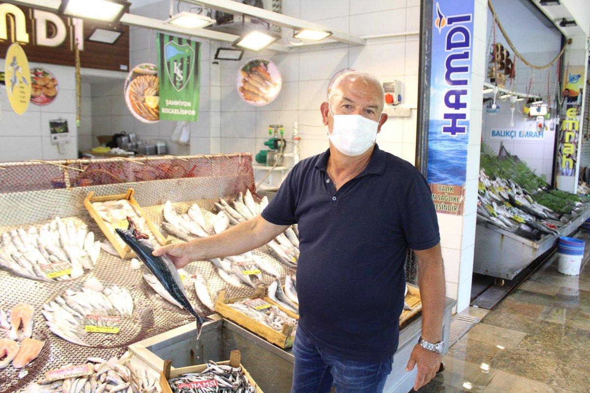 İzmit'te müsilaj, müşterinin ayağını balık pazarından kesti  #6