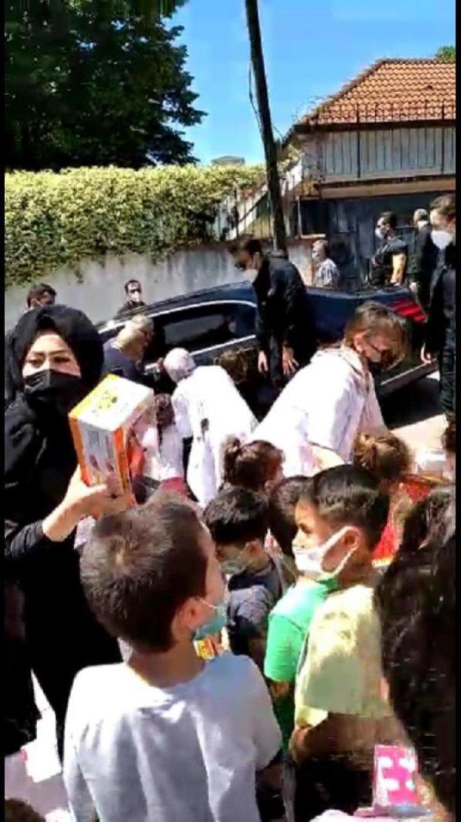 Cumhurbaşkanı Erdoğan,  Tayyip Dede  diye seslenen çocuklar için konvoyu durdurdu  #4