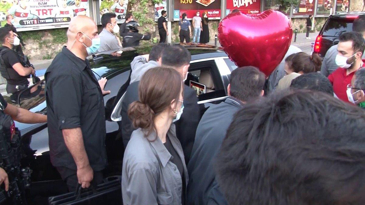 İstanbul da vatandaşlardan Cumhurbaşkanı Erdoğan'a sevgi gösterisi  #4