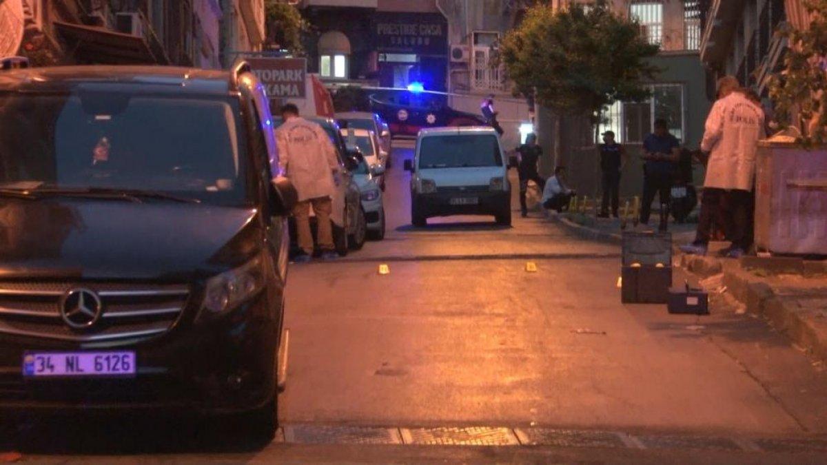İstanbul da çocuğunu parka götürmek için sokağa çıkan baba silahlı saldırıda öldü #2