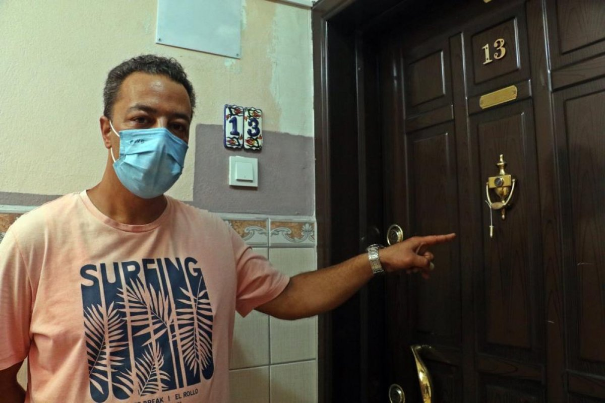 Antalya da hayvanseverin kapısına mermi asıldı #1