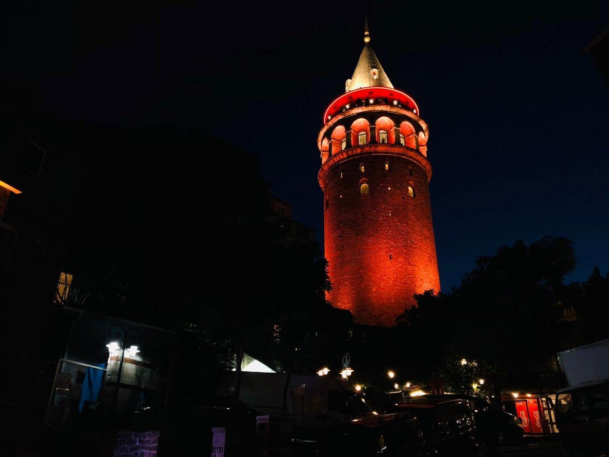 Türkiye'nin sembol yapıları, Kızılay için kırmızıyla aydınlatıldı  #1