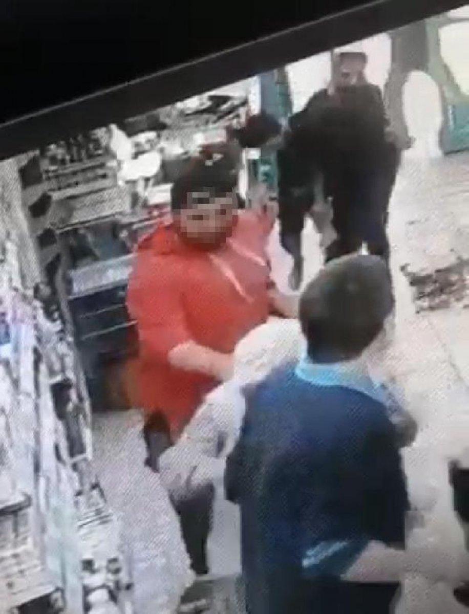 İzmir de kasiyer tartıştığı müşteriye ateş açtı  #3