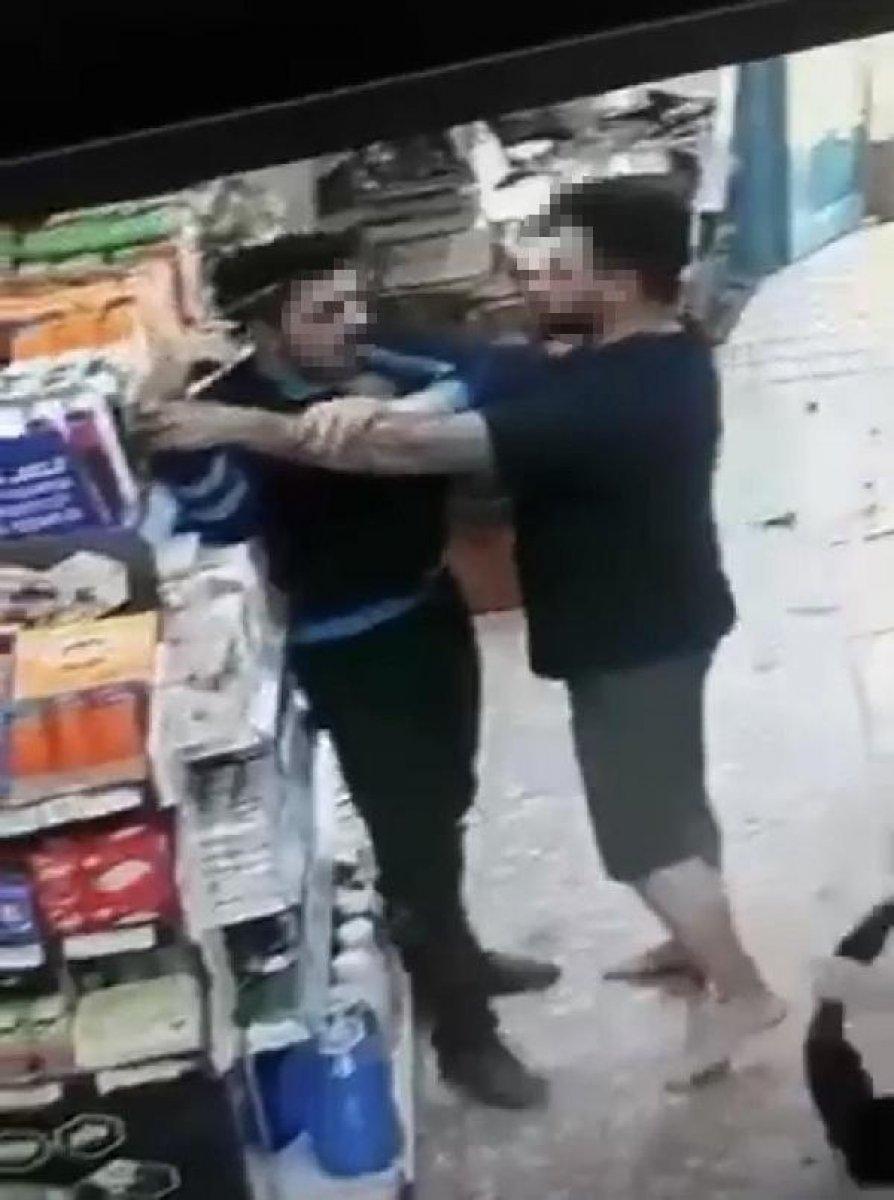 İzmir de kasiyer tartıştığı müşteriye ateş açtı  #5