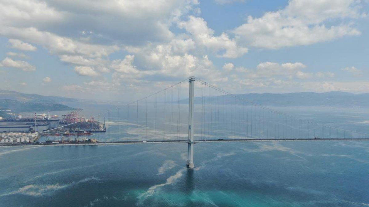 Osmangazi Köprüsü'nün etrafını deniz salyası sardı #6