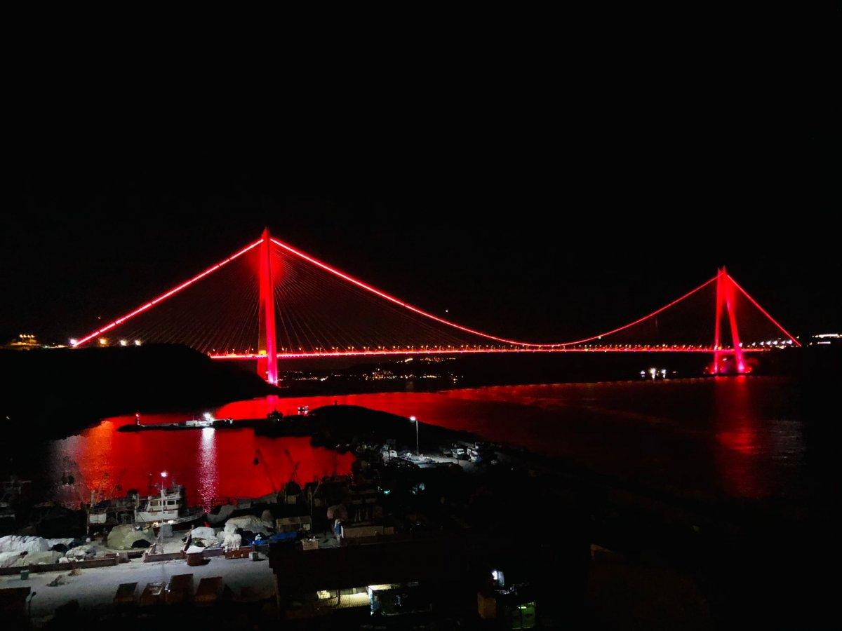 Türkiye'nin sembol yapıları, Kızılay için kırmızıyla aydınlatıldı  #4