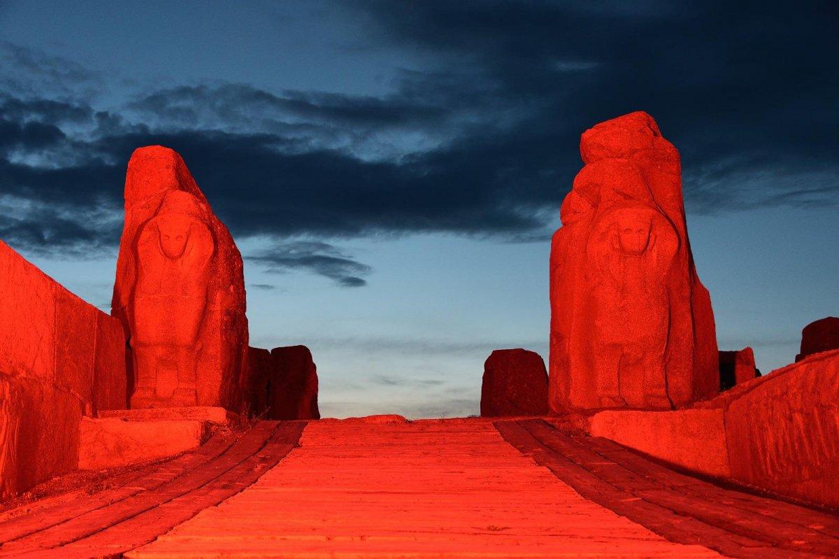 Türkiye'nin sembol yapıları, Kızılay için kırmızıyla aydınlatıldı  #3