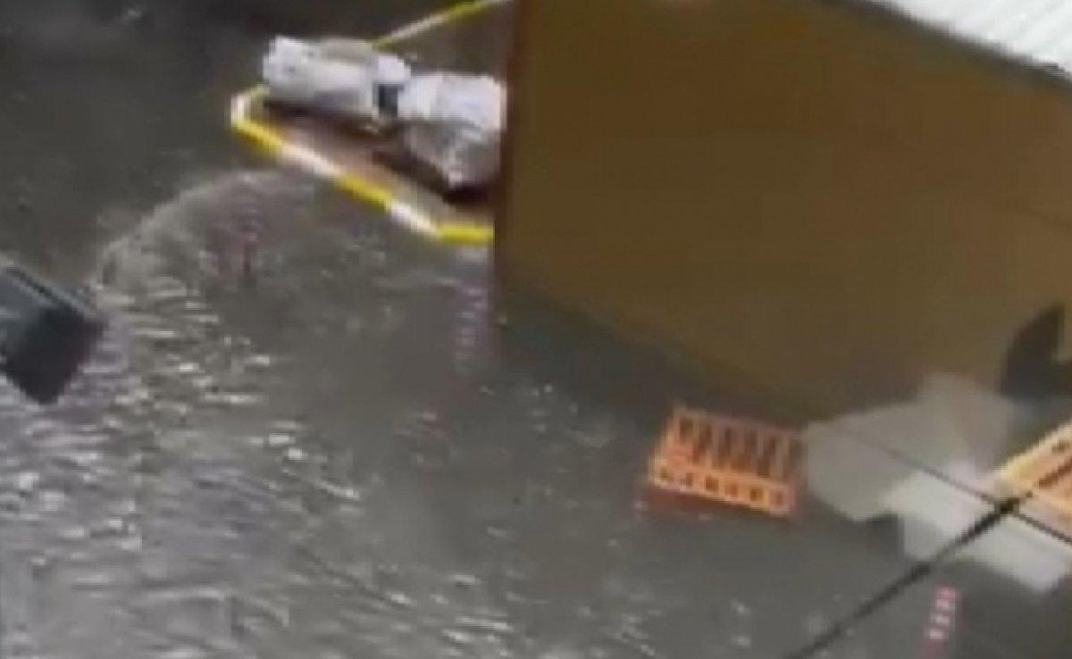 İstanbul da sağanak yağış sele döndü  #3