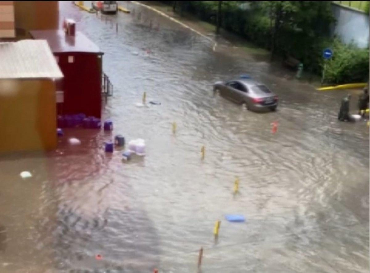 İstanbul da sağanak yağış sele döndü  #1