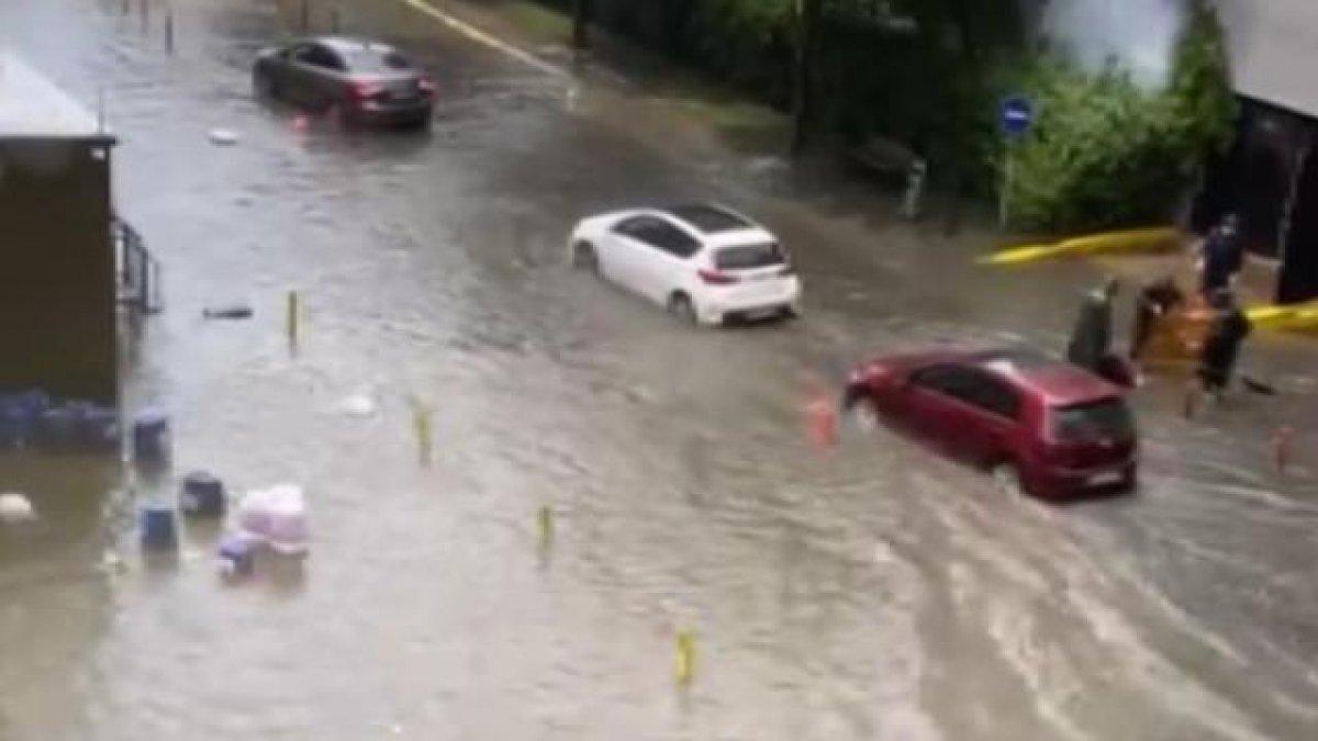İstanbul da sağanak yağış sele döndü  #2